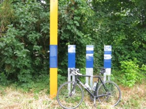 Informations-Stelen in Steinstücken