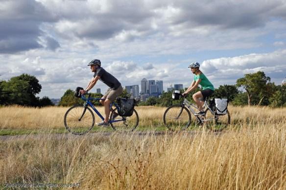 Paar auf Fahrradtour