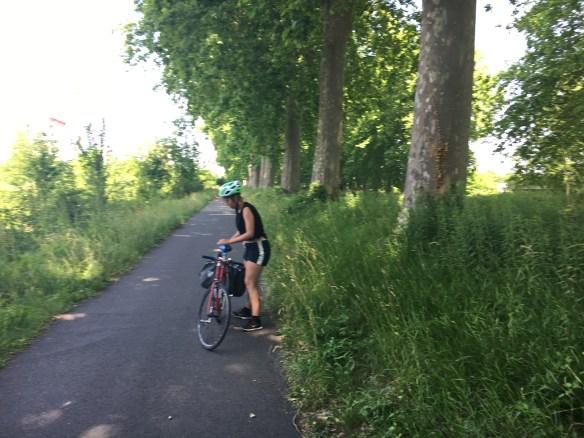 Junge Radfahrerinam Rhön-Rhein-Kanal