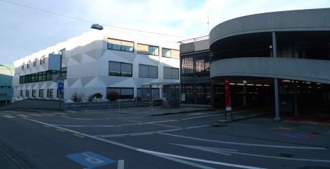 Rückseite der Universität Luzern: Parkhaus (Januar 205, eigene Aufnahme)