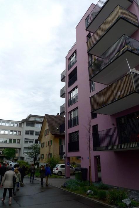 7-geschossiges neben 2-geschossigem Haus (Soldanellaweg)