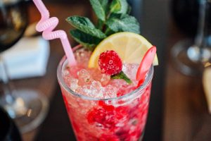 alcoholic-beverage-bar-berry-2110927