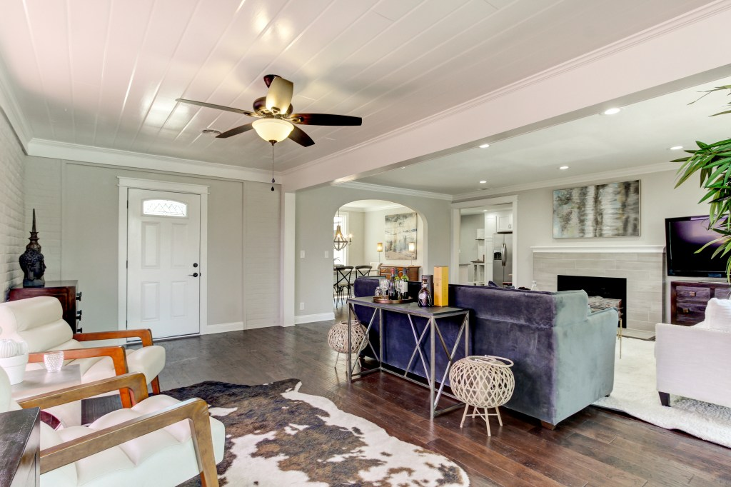 how to use rugs in home staging