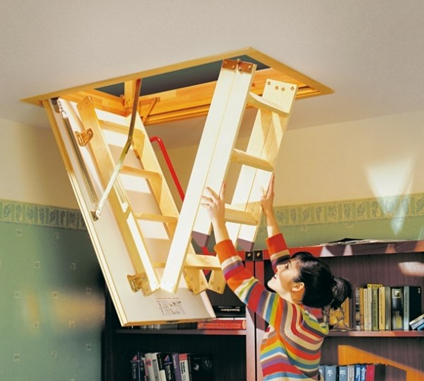 Foldable structure for the attic