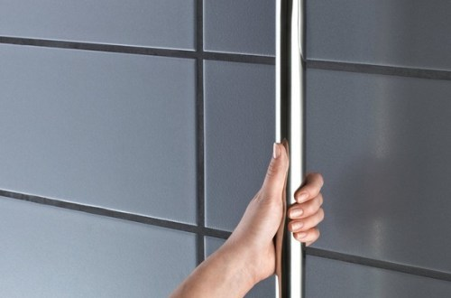 Handrail on self-tapping screws