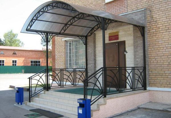 Advantages of metal staircase and porch