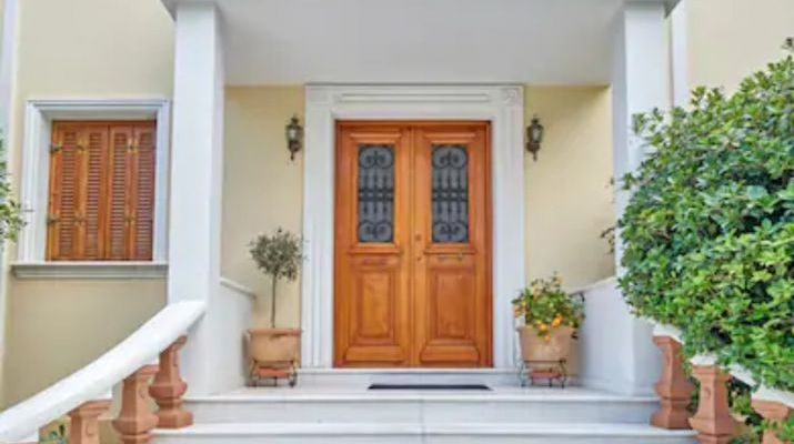how to equip the entrance to the house