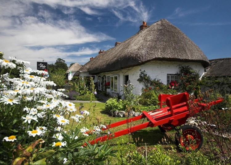 adare-thatch-roof-cottages-ireland-pierre-leclerc
