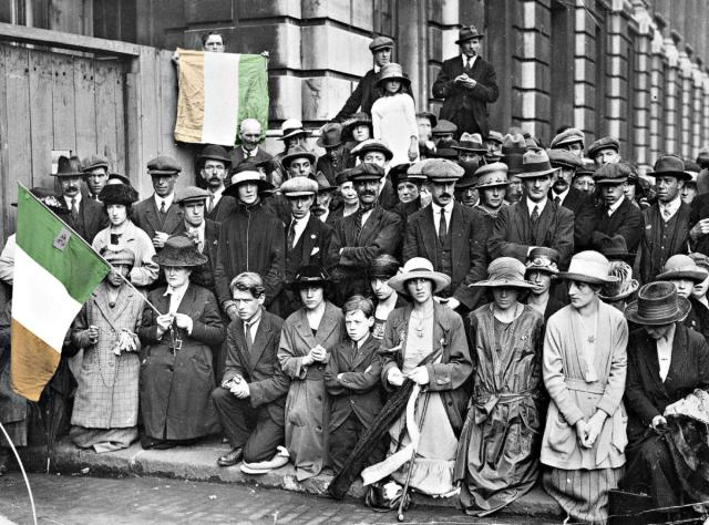 #OTD in 1921 – Just three days after a truce is implemented, Éamon de Valera, President of Dáil Éireann meets with British Prime Minister David Lloyd George in London.