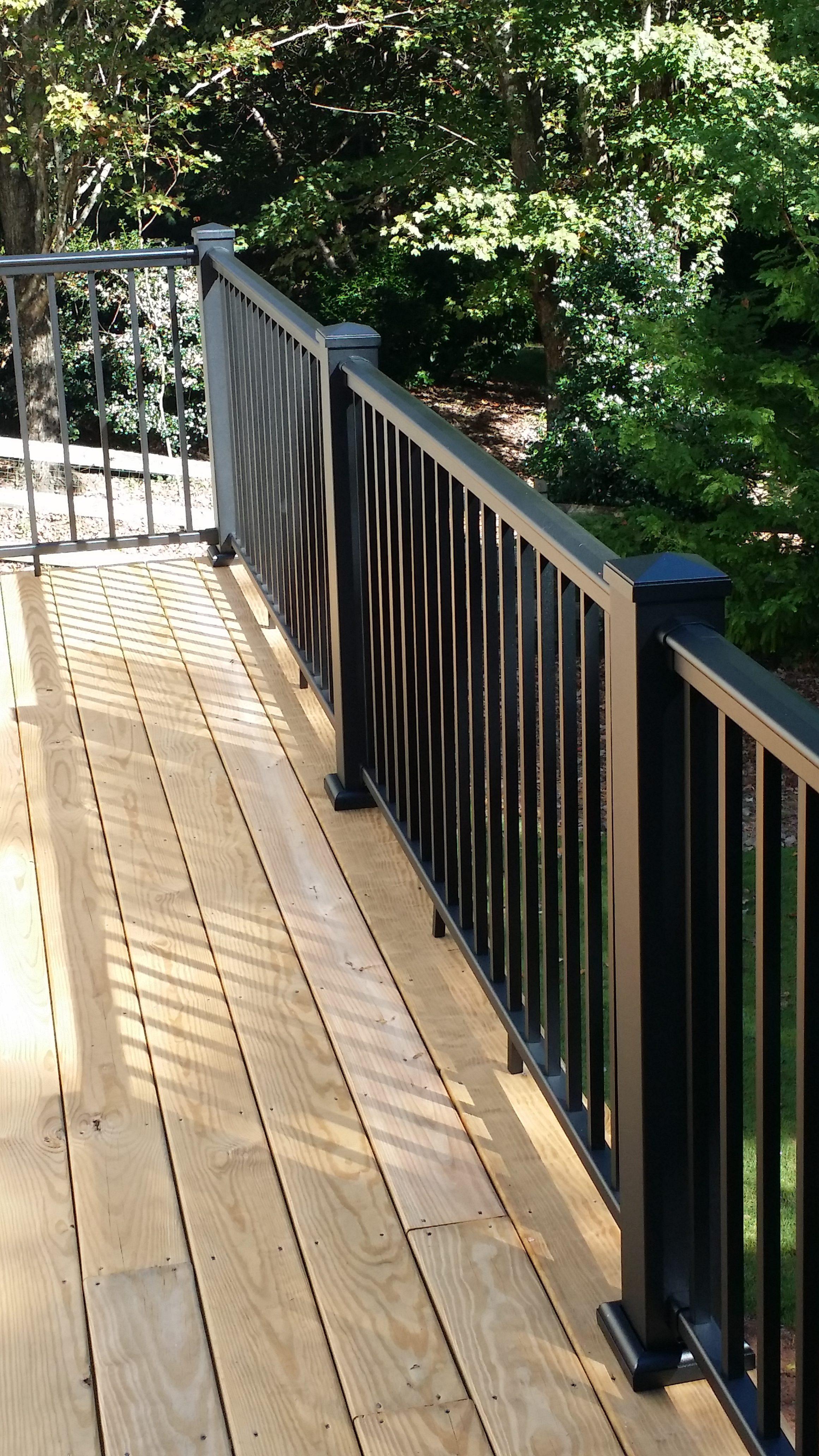 Modern Railing Deck