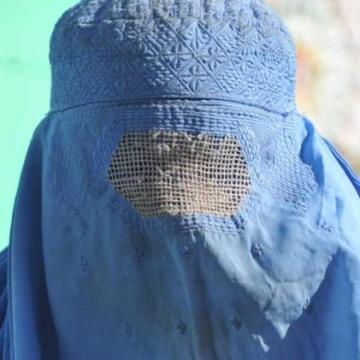 Uomini e maschi d'Italia, siete pronti a indossare il burqa?