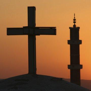 """Con i """"devoti della Pasqua"""" il regime scopre le carte"""