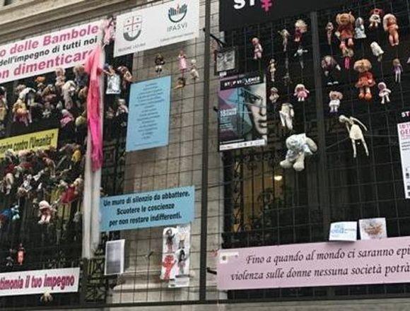 """""""Wall of dolls"""": non bruciateli. Correggeteli."""