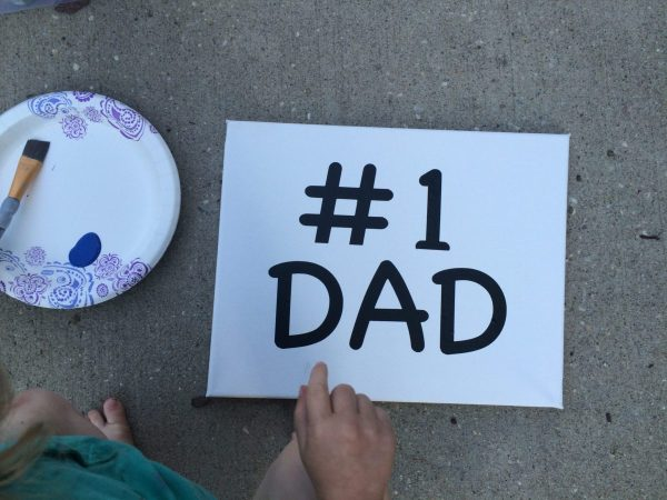 DIY Father's Day Gift canvas painting. Get creative with your family #followyourart #gymboree #sponsored