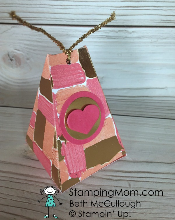 Stampin Up Valentine Easy Triangular Box designed by demo Beth McCullough. Please see more card and gift ideas at www.StampingMom.com #StampingMom #cute&simple4u
