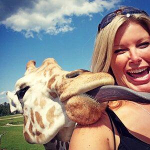 photobombing giraffe