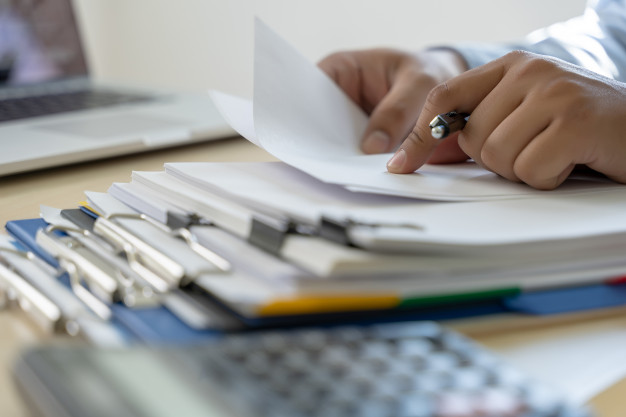businessman-documents-business-report-papers-job-succes-analyze-document-plans_36325-1766