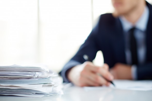 close-up-pile-papers-table_1098-3881
