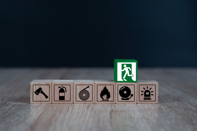 wooded-blocks-stacking-with-fire-escape-icon_101448-451