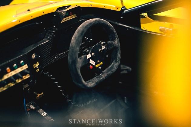 momo-ferrari-race-steering-wheel