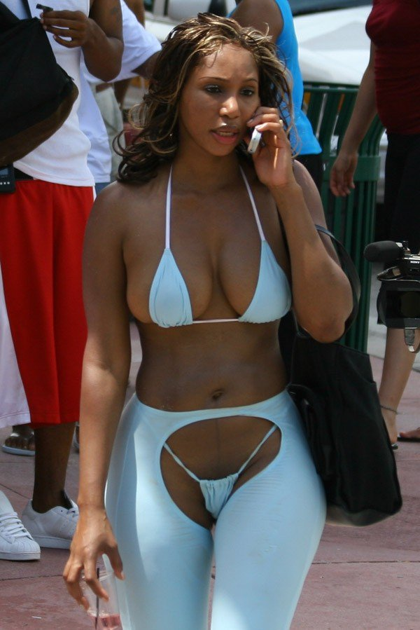 toni-braxton-bikini-photo