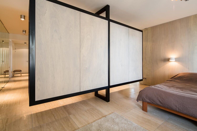Sculptural volume riverside apartment  Standard Studio