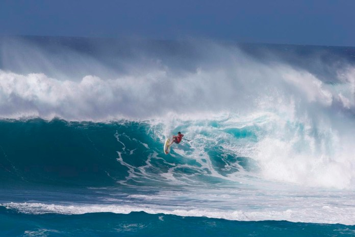Mo Freitas continues his impressive roll with another phenomenal performance surfing display at one of Hawaii's most iconic waves