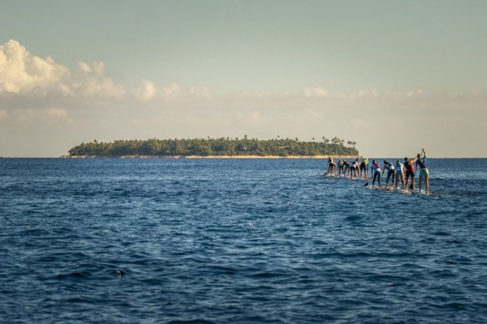 Racers charge toward Tavarua at the start of the Women's SUP Distance Race | Photo by Tavarua SUP Sean Evans