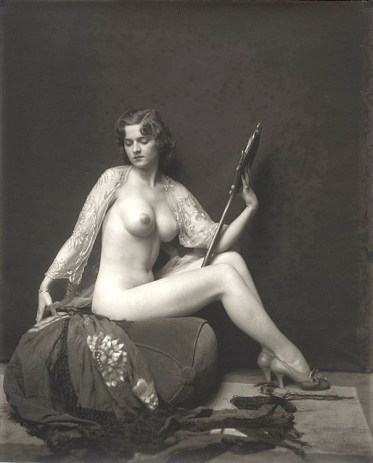 Alfred_Cheney_Johnston_-_Dorothy_Flood_with_The_Mirror_(1920)