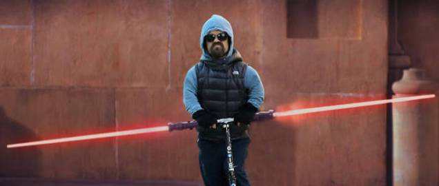 photoshopped_pictures_of_peter_dinklage_riding_a_scooter_are_too_epic_and_hilarious_640_11