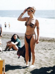 Princess-Leia-Bikini-7-Beach-762x1024