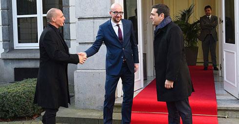 Belgijski premijer dočekuje grčke predstavnike u Briselu, foto:Emmanuel Dunand/ AFP / Getty