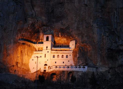 manastir-ostrog-(1)