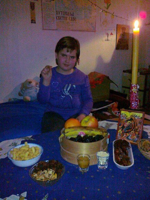 """Милица, једино српско дете у Призрену, прославла Бадње вече.и Божић (Фејсбук страница """"Молитвени дневници"""")"""