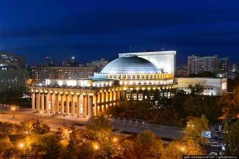 Новосибирски државни академски театар опере и балета је највеће позоришно здање у Русији. Здање је саграђено 1931-41. и има статус дела културног наслеђа Руске Федерације