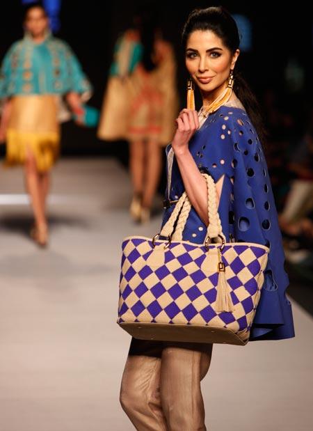 Карачи, 01.04.2015 - Недеља пакистанске моде у Карачију: колекција - Fahad Hussayn