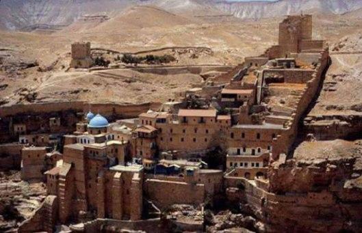 Манастир Светог Саве Освећеног у Јудејској пустињи. По типику, као и на Светој Гори, жене не улазе у манастир