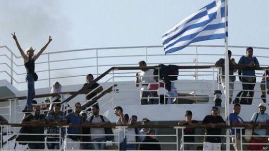 Две и по хиљаде миграната с острва довежено је у Атину