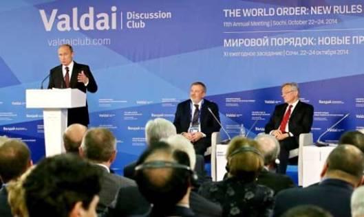 """Владимир Путин за говорницом клуба """"Валдај"""" (Извор: Принцип.ме)"""