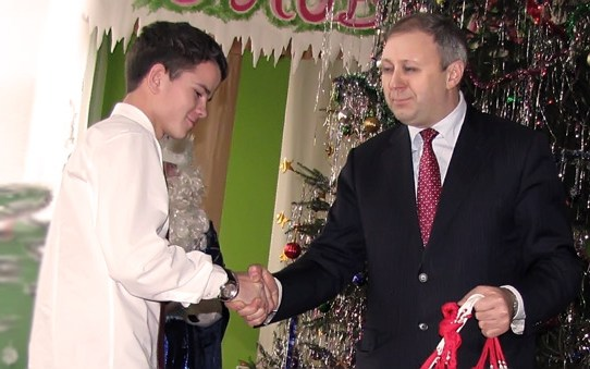 Вице-премьер Беларуси Сергей Румас поздравил воспитанников Станьковского детского дома с Новым годом