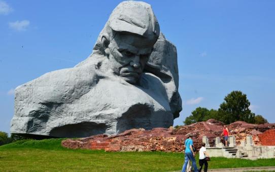 С Днем защитника Отечества! Путешествуем по Беларуси из Станьково: Брестская крепость. Belarus Travel Guide
