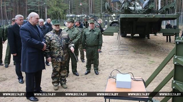 Александр Лукашенко посетил завод точной механики