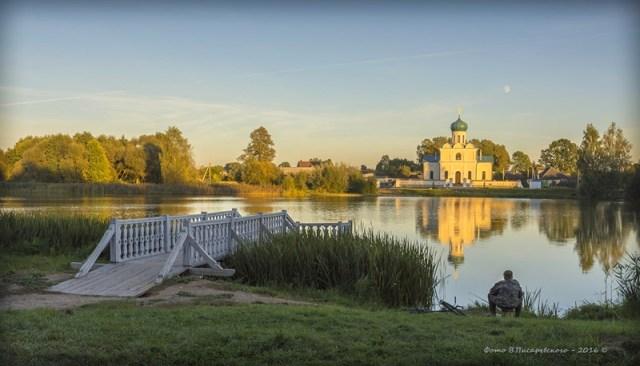 Озеро и храм в Станьково