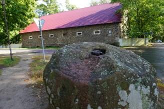 Графский амбар и камень, в котором кода-то был установлен крест