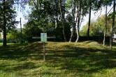 Место на территории нынешней Станьковской школы, где находилась фамильная усыпальница Гуттен-Чапских