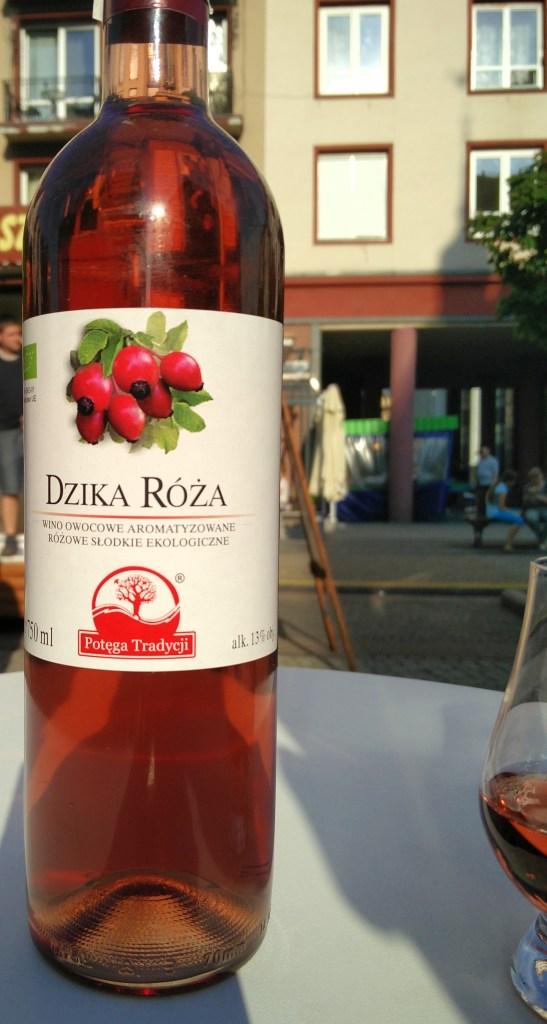 Wino z dzikiej róży