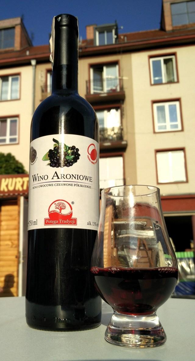 Wino z aronii półsłodkie