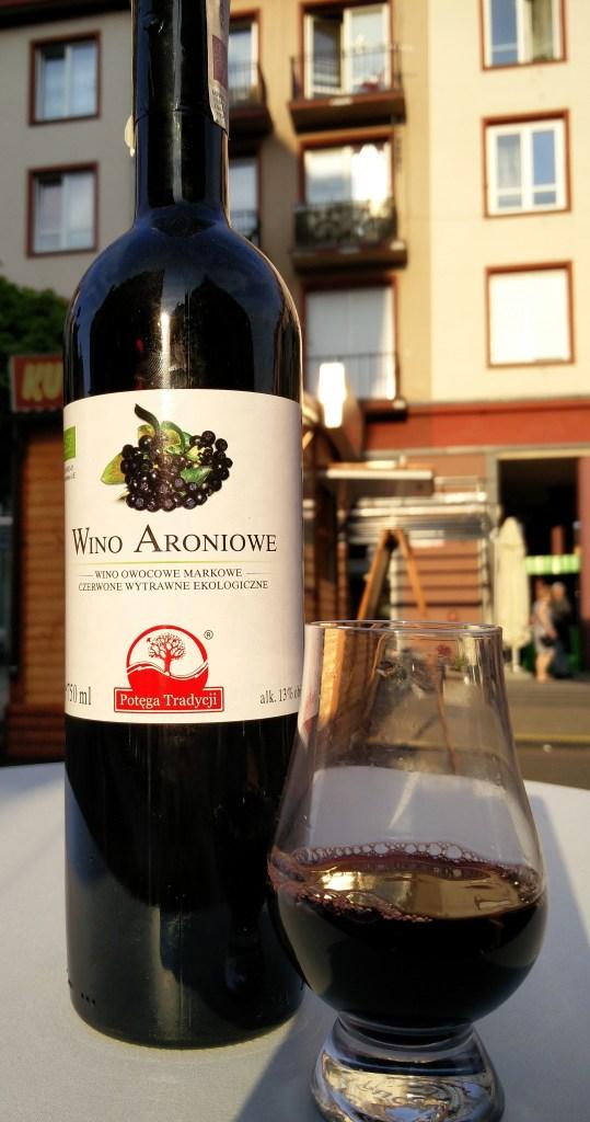 Wino z aronii wytrawne