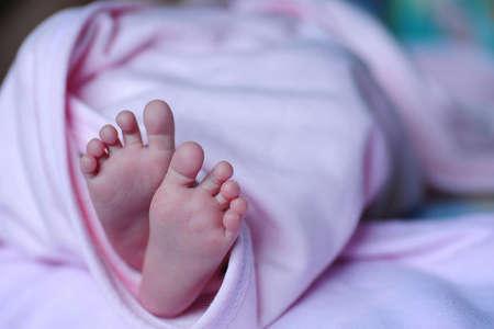Желто зеленые выделения у женщин после родов — Все о детях