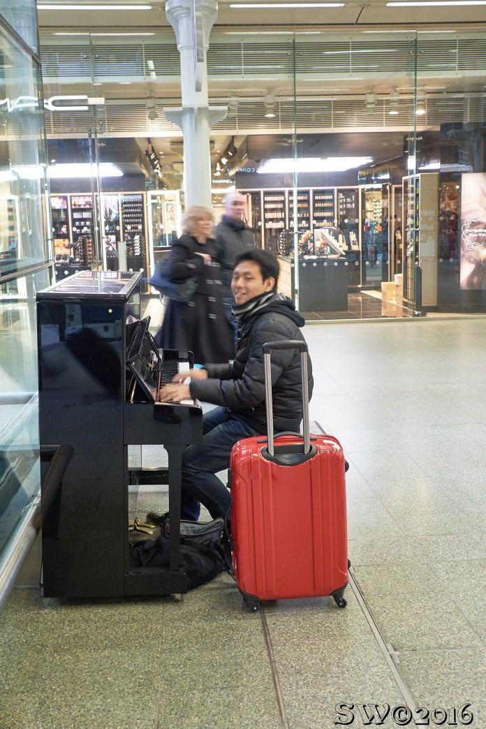 Pianist@St.Pancras.jpg